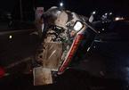 Xe container tông nát xe đón hài cốt liệt sĩ, 2 người bị thương