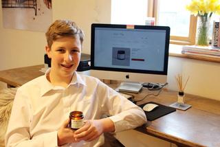 Học sinh 14 tuổi, chỉ làm nến bán kiếm hàng trăm triệu đồng