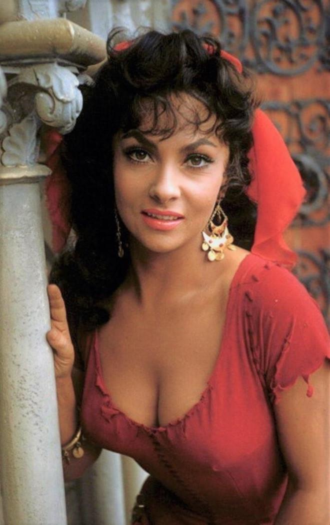 3 mỹ nhân tuyệt sắc đóng nàng Esmeralda trong 'Nhà thờ Đức Bà Paris'