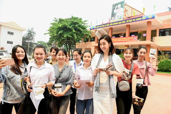 Hoa hậu Mỹ Linh: 'Các bạn trẻ có nhiều năng lượng tích cực'