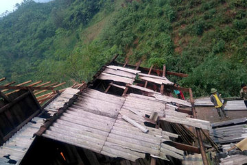 Rain and high winds destroy houses in the north