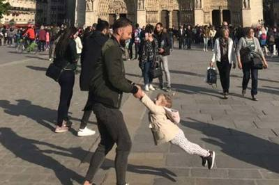 Dân mạng ráo riết truy tìm 'hai cha con' trước nhà thờ Đức Bà
