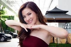 """Váy áo tôn ngực gợi cảm ngoài đời của """"nữ thần té nước Thái Lan"""""""