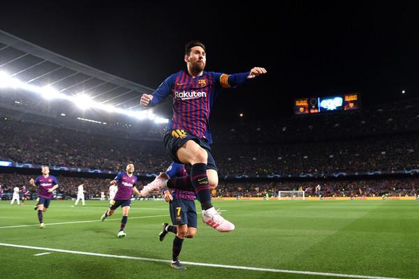 Barca vào bán kết: Ngày Messi dạy MU chơi bóng