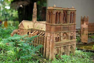Đặc sắc phiên bản Nhà thờ Đức Bà Paris đất nung tại Việt Nam