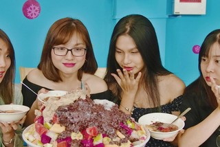 Ăn thử tô kem đá bào nặng 30 kg lần đầu xuất hiện tại Việt Nam