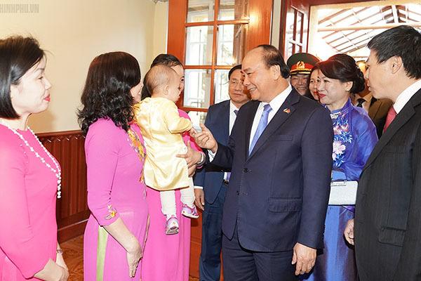 Thủ tướng và phu nhân thăm Đại sứ quán Việt Nam tại CH Séc