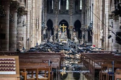 Nửa giờ sống còn vật lộn cứu Nhà thờ Đức Bà Paris
