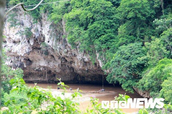Bình luận Bí ẩn 'Hang Ma' nơi đàn cá đen sì, to như cột nhà, lừ đừ trong hang Ca-hang-ma-5