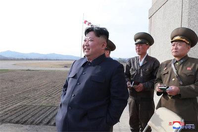 Kim Jong Un đột xuất thị sát diễn tập bay