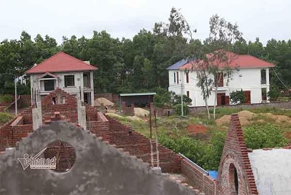 Dãy biệt thự mọc trên đất rừng ở Vĩnh Phúc: Kiến nghị xử lý cả loạt cán bộ