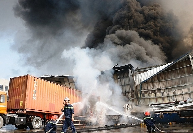 VN's industrial zones in red alert over fire prevention