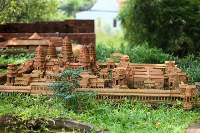Famous landmarks featured at Hoi An terracotta park