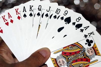 Cờ bạc trong nhà: chơi ít tiền vẫn có nguy cơ phạm pháp