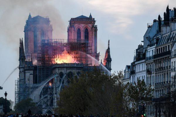 nhà thờ Đức Bà,cháy nhà thờ Đức Bà