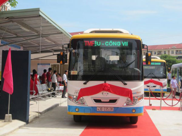 Bus service links Da Nang's centre with IZs