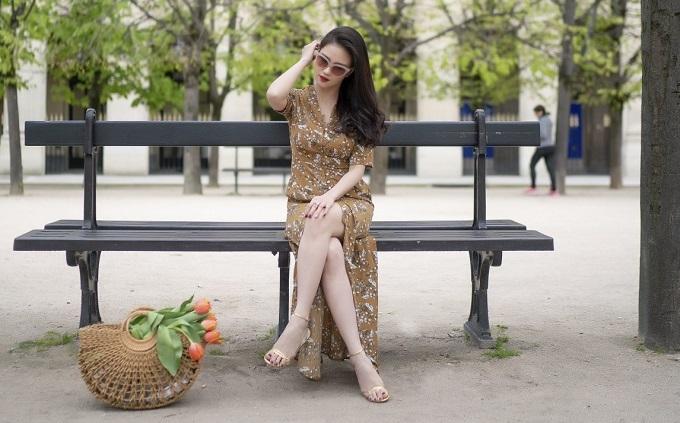 MC Huyền Châu khoe dáng quyến rũ trong chuyến du lịch Pháp