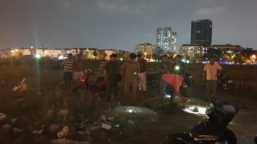 Đôi nam nữ bốc cháy như ngọn đuốc giữa bãi đất trống ở Sài Gòn
