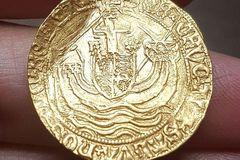 Vớ được đồng vàng: Kho báu cổ 500 năm hiếm có