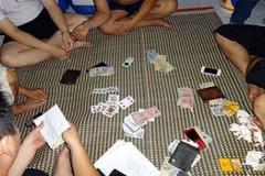 Phó công an xã bị bắt vì thu hết tiền trong ví con bạc