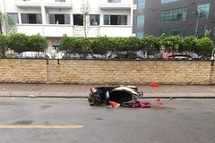 Thi thể người phụ nữ cạnh xe máy trên phố Hà Nội