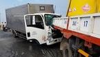 Xe tải dừng giữa đường gây tai nạn, 2 người chết thảm