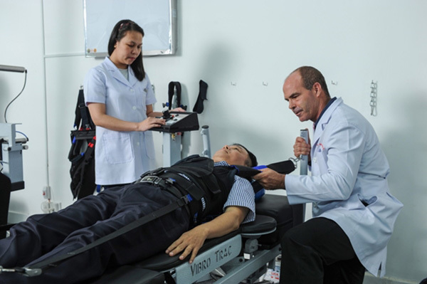 Điều trị thoát vị đĩa đệm không phẫu thuật ở Phòng khám ACC