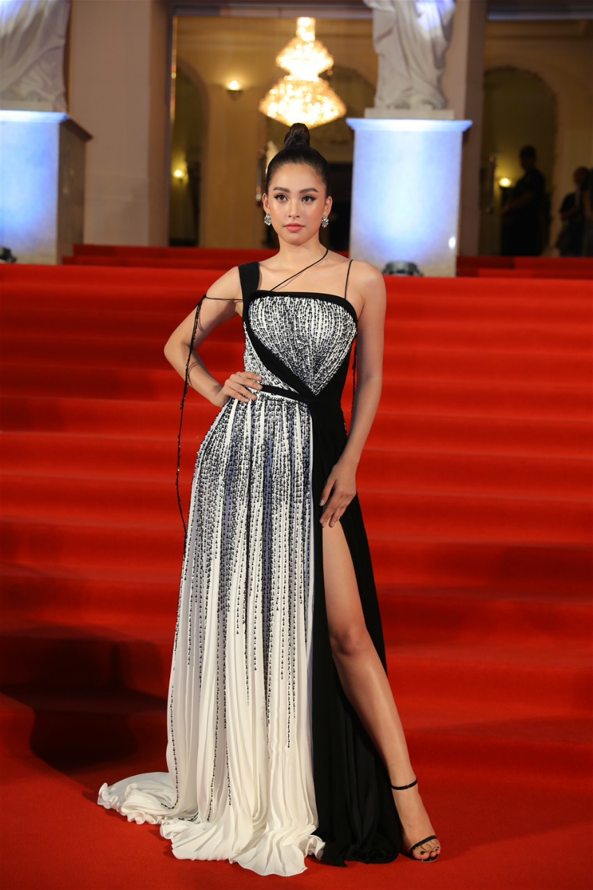 19 tuổi, Hoa hậu Tiểu Vy ngày càng chuộng phong cách gợi cảm