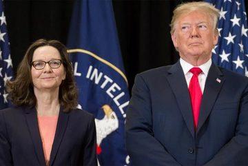 """Hé lộ người """"xúi"""" ông Trump trục xuất hàng chục nhà ngoại giao Nga"""