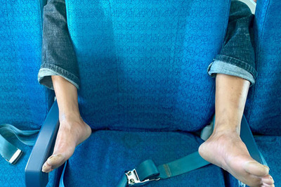 Bức ảnh 'ôm trọn vòng chân' trên máy bay khiến nhiều người phẫn nộ