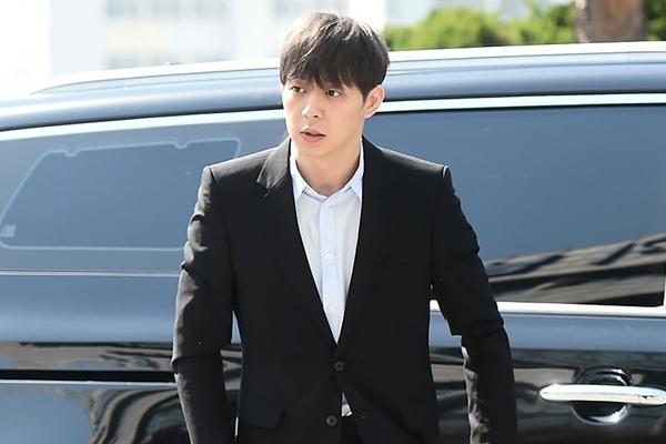Park Yoochun thừa nhận mua hộ tình cũ, không biết đó là ma túy