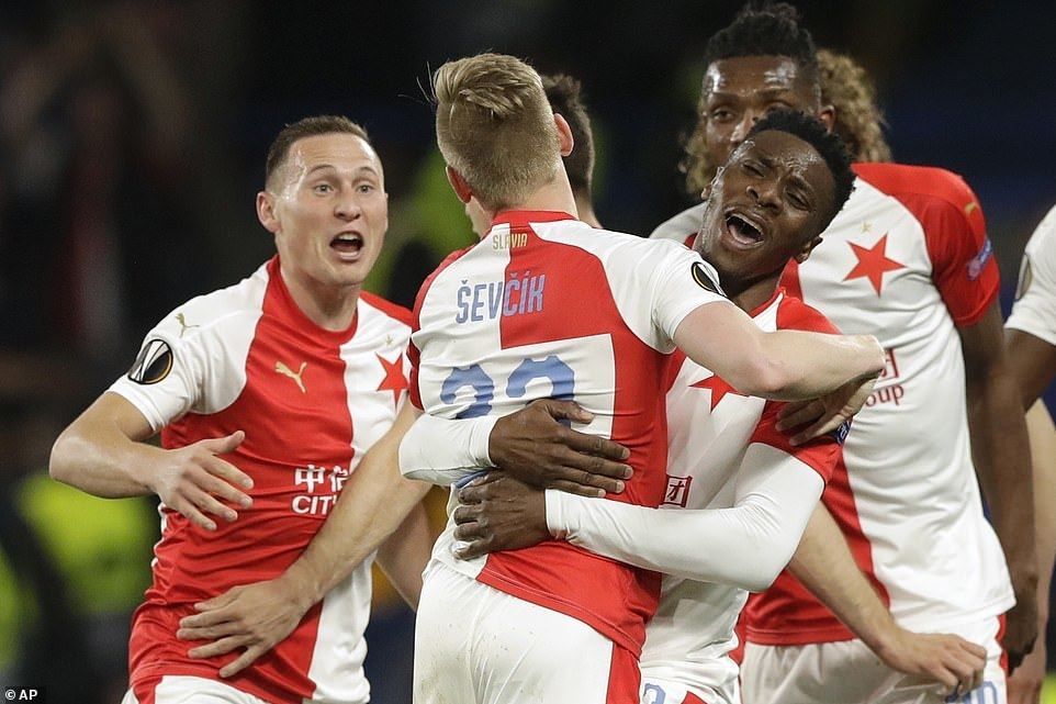 Rượt đuổi 'điên rồ', Chelsea đoạt vé bán kết Europa League
