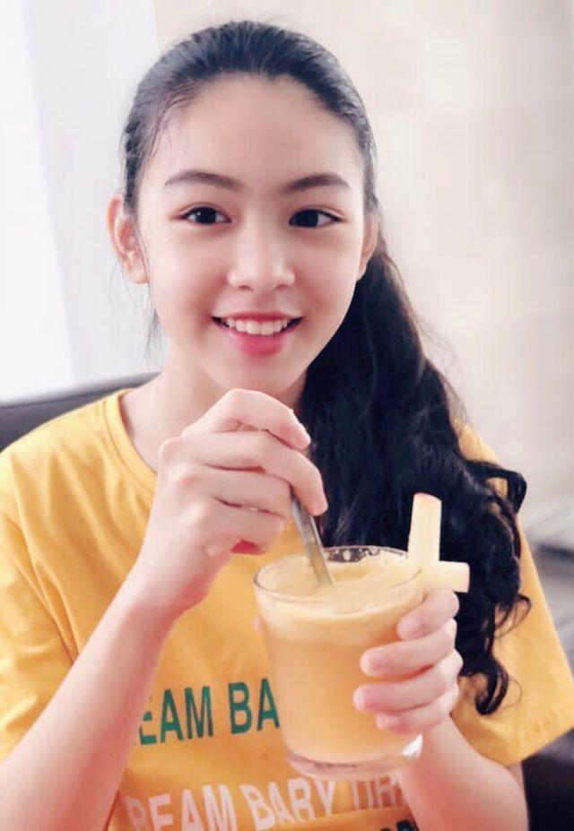 Con gái Quyền Linh ra dáng thiếu nữ xinh đẹp dịu dàng như 'Hoa hậu tương lai'