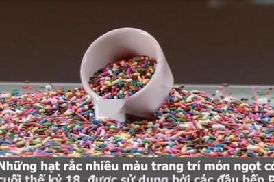 Hạt rắc nhiều màu sắc dùng trang trí món ngọt được sản xuất ra sao?
