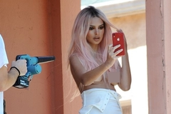 Diễn viên phim 'Gone Girl'  bán nude selfie trên ban công