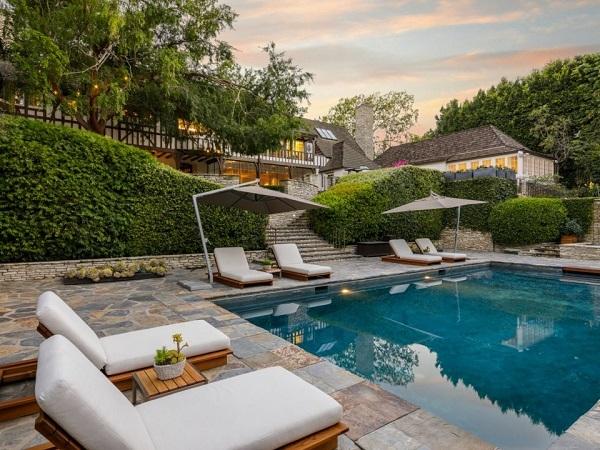 Brad Pitt,mua bán nhà đất