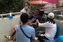 Phượng kể câu chuyện xót xa sau khi vào viện thăm nghệ sĩ Lê Bình: 'Miệng anh cười nhưng nước mắt anh chảy'