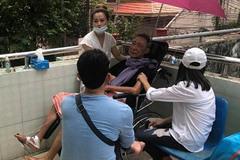 """Phượng kể câu chuyện xót xa sau khi vào viện thăm nghệ sĩ Lê Bình: """"Miệng anh cười nhưng nước mắt anh chảy"""""""