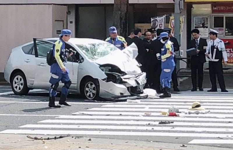 Kinh hoàng xe điên đâm người đi bộ ở Tokyo
