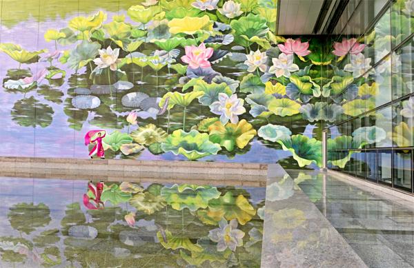 Tranh hoa sen khổng lồ ở Hà Nội đoạt giải Vàng Thiết kế quốc tế