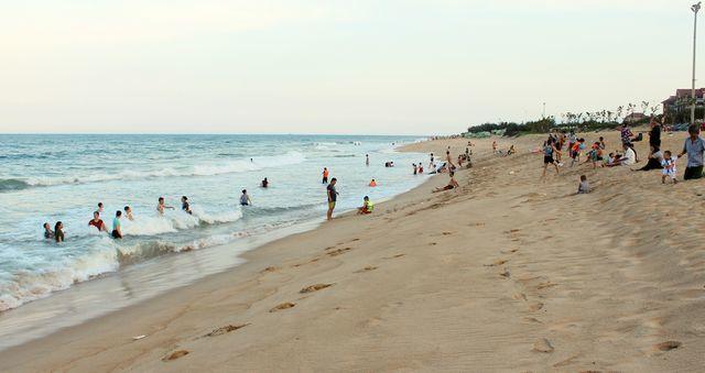 Concerns raised over lack of Tuy Hoa beach lifeguards