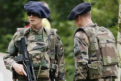 Pháp điều xe tăng, binh lính tới sát biên giới Nga