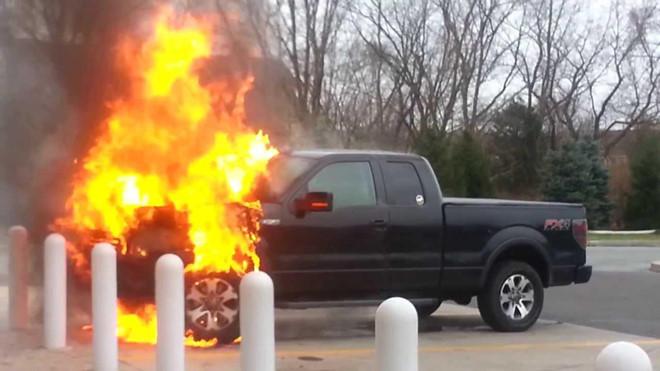 Ford F-Series triệu hồi hàng loạt sau khi có 2 xe tự cháy