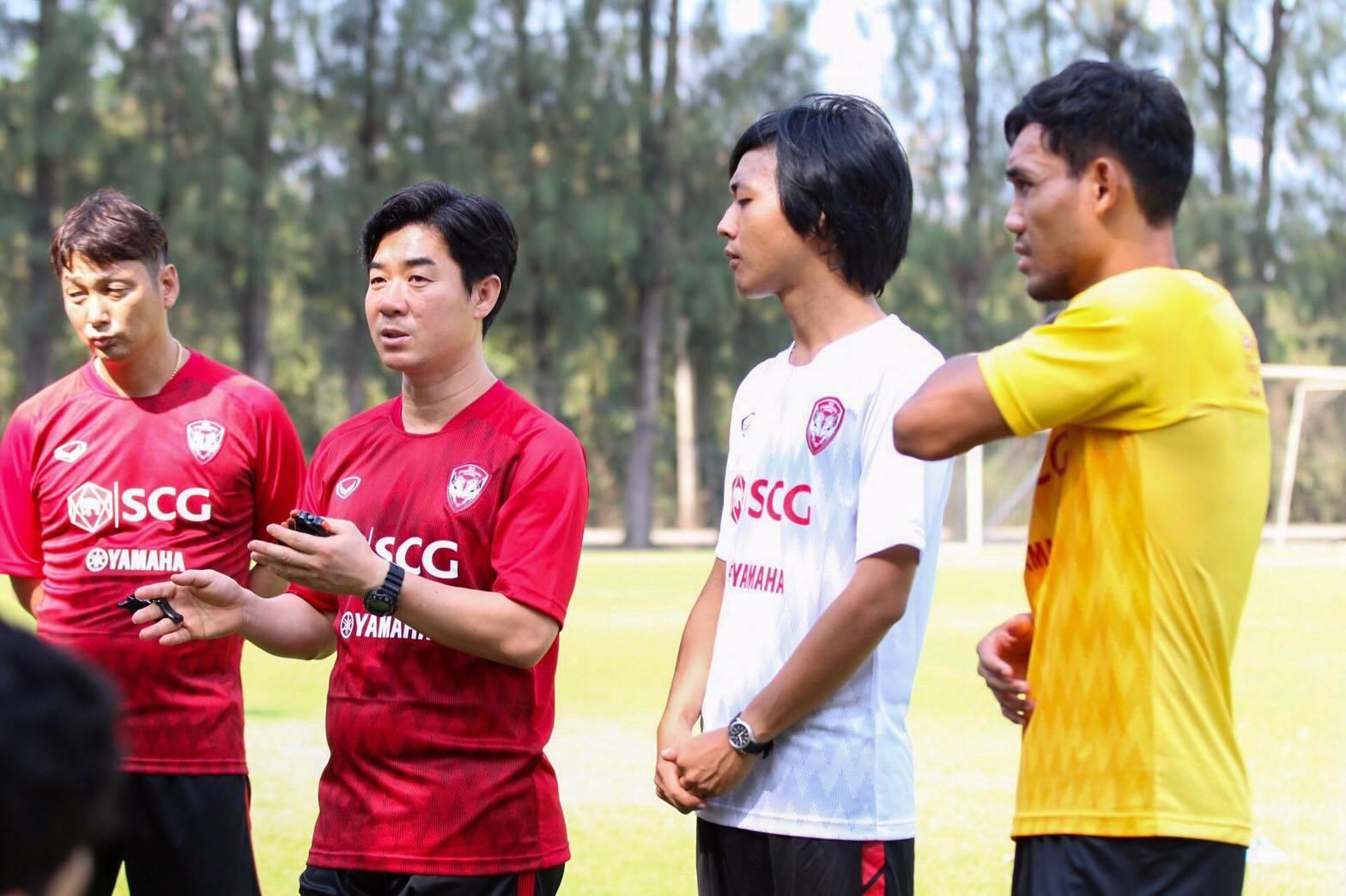Muangthong United,Yoon Jong Hwan,Đặng Văn Lâm,Thai League