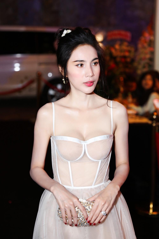 Trần Tiểu Vy,H'Hen Niê,Hồ Học Hà,Thủy Tiên,Thúy Diễm