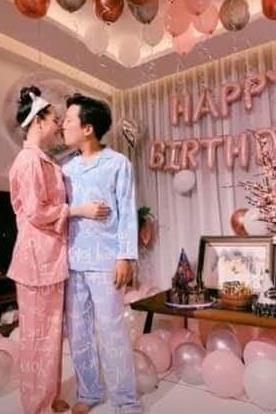 Trường Giang ôm hôn Nhã Phương ở tiệc sinh nhật 36 tuổi tại nhà riêng