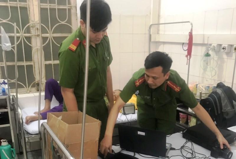 Công an Thanh Hóa vào bệnh viện làm căn cước công dân cho bệnh nhân