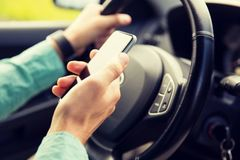 Mất tập trung khi đang lái xe nguy hiểm như thế nào?