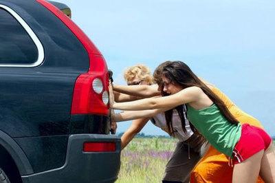 Làm gì khi xe sắp hết xăng mà còn xa mới tới trạm xăng?