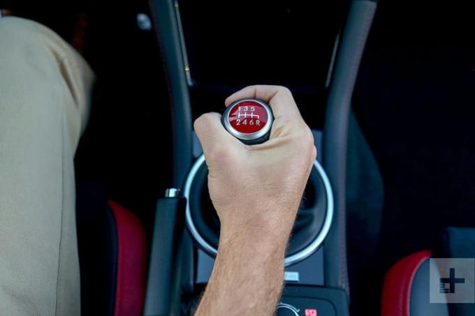 tiết kiệm xăng,đạp chân ga,kỹ năng lái xe,kinh nghiệm lái xe